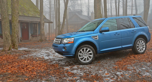 2013-Land-Rover-LR2-blue-side-view-LuxuryDiscovery.com_