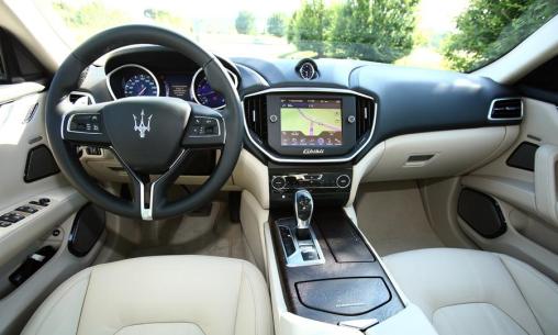 2014-Maserati-Ghibli-sedan-interior-white-leather