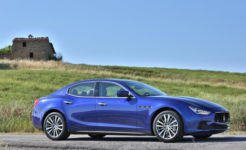 2014-maserati-ghibli-q4-blue-side-view