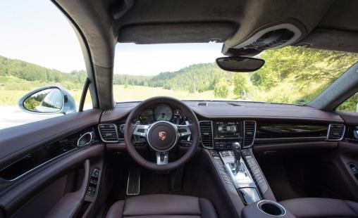 2014-porsche-panamera-s-e-hybrid-interior-LuxuryDiscovery.com_